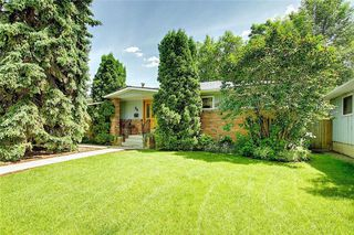 Photo 3: 24 HARDISTY Place SW in Calgary: Haysboro Detached for sale : MLS®# C4303423