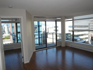 "Photo 3: 808 1068 W BROADWAY in Vancouver: Fairview VW Condo for sale in ""THE ZONE"" (Vancouver West)  : MLS®# V852760"