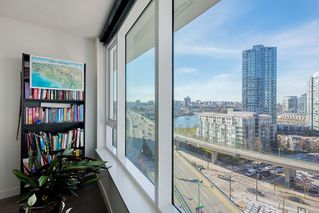 "Photo 16: 1210 68 SMITHE Street in Vancouver: Downtown VW Condo for sale in ""ONE Pacific"" (Vancouver West)  : MLS®# R2405438"
