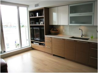 "Photo 3: 401 1635 W 3RD Avenue in Vancouver: False Creek Condo for sale in ""LUMEN"" (Vancouver West)  : MLS®# V850263"