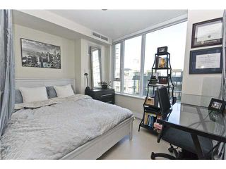 "Photo 8: 806 8 SMITHE MEWS in Vancouver: False Creek North Condo for sale in ""FLAGSHIP"" (Vancouver West)  : MLS®# V854832"