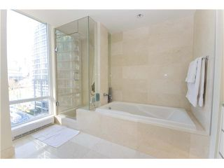 "Photo 7: 806 8 SMITHE MEWS in Vancouver: False Creek North Condo for sale in ""FLAGSHIP"" (Vancouver West)  : MLS®# V854832"