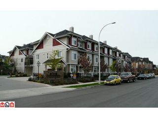 Photo 2: 19 8655 159TH Street in Surrey: Fleetwood Tynehead Townhouse for sale : MLS®# F1027486
