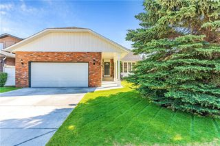 Photo 1: 16 WOODFIELD Court SW in Calgary: Woodbine Detached for sale : MLS®# C4266334