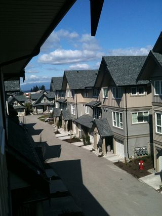Photo 3: 128 2501 161A STREET in Surrey: Grandview Surrey Townhouse for sale (South Surrey White Rock)  : MLS®# R2412488