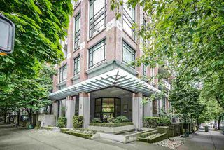 "Main Photo: 703 988 RICHARDS Street in Vancouver: Yaletown Condo for sale in ""TRIBECA LOFTS"" (Vancouver West)  : MLS®# R2458906"