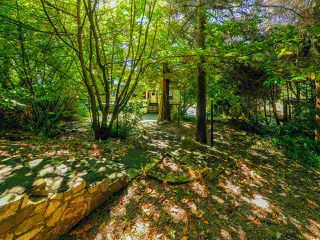 "Photo 10: 4777 PILOT HOUSE Road in West Vancouver: Olde Caulfeild House for sale in ""Tiddly Cove"" : MLS®# R2497367"