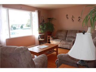 Photo 3: 605 Mark Pearce Avenue in WINNIPEG: North Kildonan Residential for sale (North East Winnipeg)  : MLS®# 1004305