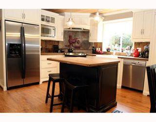 "Photo 3: 1621 ENDERBY Avenue in Tsawwassen: Beach Grove House for sale in ""BEACH GROVE"" : MLS®# V762630"