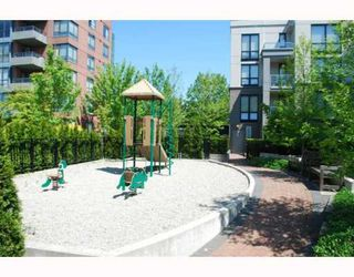 "Photo 9: 409 3638 VANNESS Avenue in Vancouver: Collingwood VE Condo for sale in ""BRIO"" (Vancouver East)  : MLS®# V768295"
