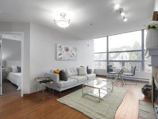 """Photo 2: 402 3161 W 4TH Avenue in Vancouver: Kitsilano Condo for sale in """"Bridgewater"""" (Vancouver West)  : MLS®# R2415092"""