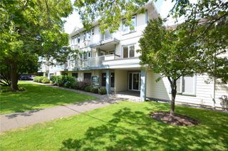 Photo 2: 211 400 Dupplin Rd in : SW Rudd Park Condo for sale (Saanich West)  : MLS®# 850778