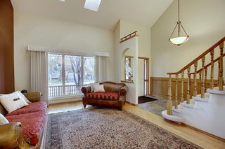 Photo 5: 84 Strathdale Close SW in Calgary: Strathcona Park Detached for sale : MLS®# A1046971