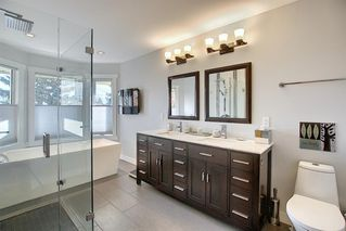 Photo 24: 84 Strathdale Close SW in Calgary: Strathcona Park Detached for sale : MLS®# A1046971