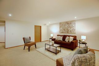 Photo 34: 84 Strathdale Close SW in Calgary: Strathcona Park Detached for sale : MLS®# A1046971