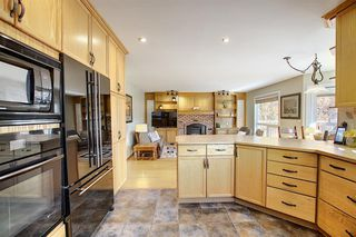 Photo 11: 84 Strathdale Close SW in Calgary: Strathcona Park Detached for sale : MLS®# A1046971