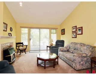 "Photo 3: 16 8737 212TH Street in Langley: Walnut Grove Townhouse for sale in ""CHARTWELL GREEN"" : MLS®# F2824690"