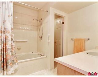 "Photo 8: 16 8737 212TH Street in Langley: Walnut Grove Townhouse for sale in ""CHARTWELL GREEN"" : MLS®# F2824690"