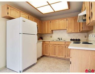 "Photo 2: 16 8737 212TH Street in Langley: Walnut Grove Townhouse for sale in ""CHARTWELL GREEN"" : MLS®# F2824690"