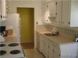 Photo 3: 424 W Burnside Rd in VICTORIA: SW Tillicum Condo for sale (Saanich West)  : MLS®# 490298
