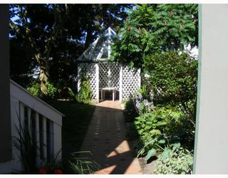 """Photo 4: 9 1870 YEW Street in Vancouver: Kitsilano Condo for sale in """"NEWPORT MEWS"""" (Vancouver West)  : MLS®# V778421"""