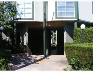"""Photo 2: 9 1870 YEW Street in Vancouver: Kitsilano Condo for sale in """"NEWPORT MEWS"""" (Vancouver West)  : MLS®# V778421"""