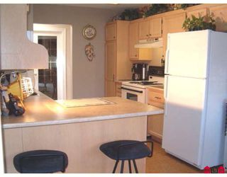 """Photo 5: 236 5641 201ST Street in Langley: Langley City Townhouse for sale in """"Huntington"""" : MLS®# F2916815"""
