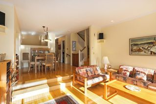 Photo 4: 1 220 E KEITH Road in North Vancouver: Central Lonsdale Townhouse for sale : MLS®# R2439322