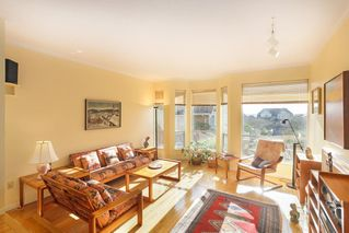 Photo 2: 1 220 E KEITH Road in North Vancouver: Central Lonsdale Townhouse for sale : MLS®# R2439322