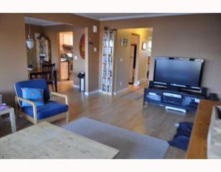 """Photo 3: 20 765 SCHOOL Road in Gibsons: Gibsons & Area Townhouse for sale in """"SUNSHINE RIDGE"""" (Sunshine Coast)  : MLS®# V792777"""