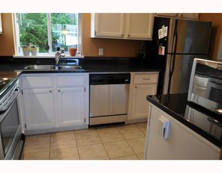 """Photo 1: 20 765 SCHOOL Road in Gibsons: Gibsons & Area Townhouse for sale in """"SUNSHINE RIDGE"""" (Sunshine Coast)  : MLS®# V792777"""