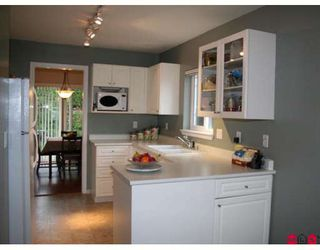 """Photo 6: 317 16233 82ND Avenue in Surrey: Fleetwood Tynehead Townhouse for sale in """"THE ORCHARDS"""" : MLS®# F2829988"""