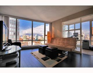 """Photo 1: 2206 1438 RICHARDS Street in Vancouver: False Creek North Condo for sale in """"AZURA 1"""" (Vancouver West)  : MLS®# V756431"""