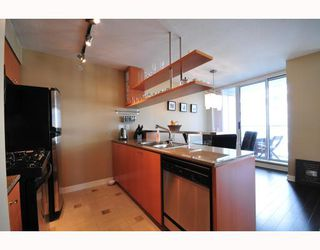 """Photo 5: 2206 1438 RICHARDS Street in Vancouver: False Creek North Condo for sale in """"AZURA 1"""" (Vancouver West)  : MLS®# V756431"""