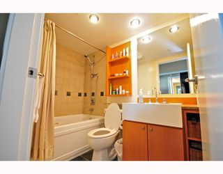 """Photo 8: 2206 1438 RICHARDS Street in Vancouver: False Creek North Condo for sale in """"AZURA 1"""" (Vancouver West)  : MLS®# V756431"""