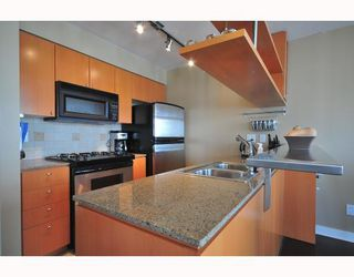"""Photo 4: 2206 1438 RICHARDS Street in Vancouver: False Creek North Condo for sale in """"AZURA 1"""" (Vancouver West)  : MLS®# V756431"""