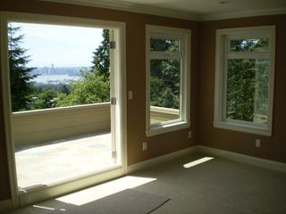 Photo 5: 219 W BALMORAL Road in North Vancouver: Upper Lonsdale House for sale : MLS®# V770499