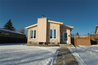 Photo 1: 148 Malmsbury Avenue in Winnipeg: Residential for sale (2F)  : MLS®# 1931753