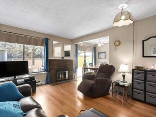 """Photo 4: 2302 10620 150 Street in Surrey: Guildford Townhouse for sale in """"LINCOLNS GATE"""" (North Surrey)  : MLS®# R2449550"""