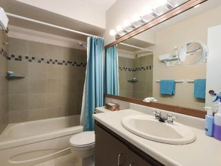 """Photo 14: 2302 10620 150 Street in Surrey: Guildford Townhouse for sale in """"LINCOLNS GATE"""" (North Surrey)  : MLS®# R2449550"""