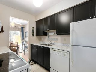"""Photo 9: 2302 10620 150 Street in Surrey: Guildford Townhouse for sale in """"LINCOLNS GATE"""" (North Surrey)  : MLS®# R2449550"""