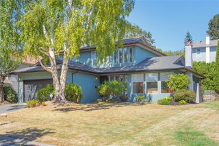 Photo 1: 1532 Palahi Pl in : SE Mt Doug Single Family Detached for sale (Saanich East)  : MLS®# 854453