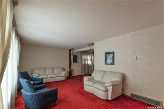 Photo 3: 331 Carleton Drive in Saskatoon: West College Park Residential for sale : MLS®# SK834254
