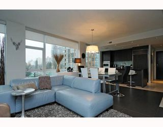 "Photo 3: 605 1455 HOWE Street in Vancouver: False Creek North Condo for sale in ""POMARIA"" (Vancouver West)  : MLS®# V798915"