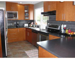 """Photo 3: 3311 ULLSMORE Avenue in Richmond: Seafair House for sale in """"THE MORES"""" : MLS®# V812222"""