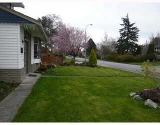 """Photo 2: 3311 ULLSMORE Avenue in Richmond: Seafair House for sale in """"THE MORES"""" : MLS®# V812222"""