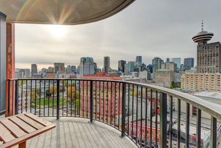 """Photo 7: 2110 128 W CORDOVA Street in Vancouver: Downtown VW Condo for sale in """"WOODWARDS W43"""" (Vancouver West)  : MLS®# R2394432"""