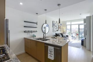 """Photo 10: 703 38 W 1ST Avenue in Vancouver: False Creek Condo for sale in """"THE ONE BY PINNACLE"""" (Vancouver West)  : MLS®# R2450251"""