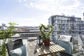 """Photo 5: 703 38 W 1ST Avenue in Vancouver: False Creek Condo for sale in """"THE ONE BY PINNACLE"""" (Vancouver West)  : MLS®# R2450251"""