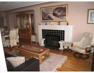 Photo 2: 4247 WINNIFRED Street in Burnaby: South Slope House for sale (Burnaby South)  : MLS®# V756908